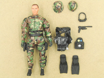 1/18 - Male Body In Woodland Camo Uniform w/Diving Gear