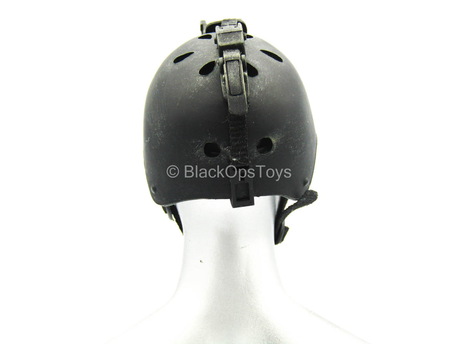 Polar Mountain Striker - Black Bump Helmet