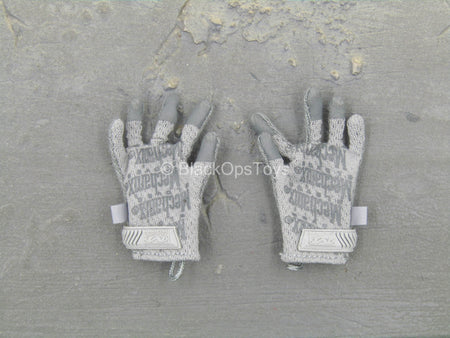 US NSDWG - Grey Gloves