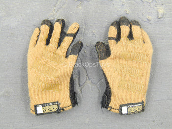U.S. Army ISAF Soldier - Tan & Black Gloves