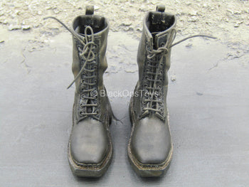Weathered Black Boots (Peg Type)