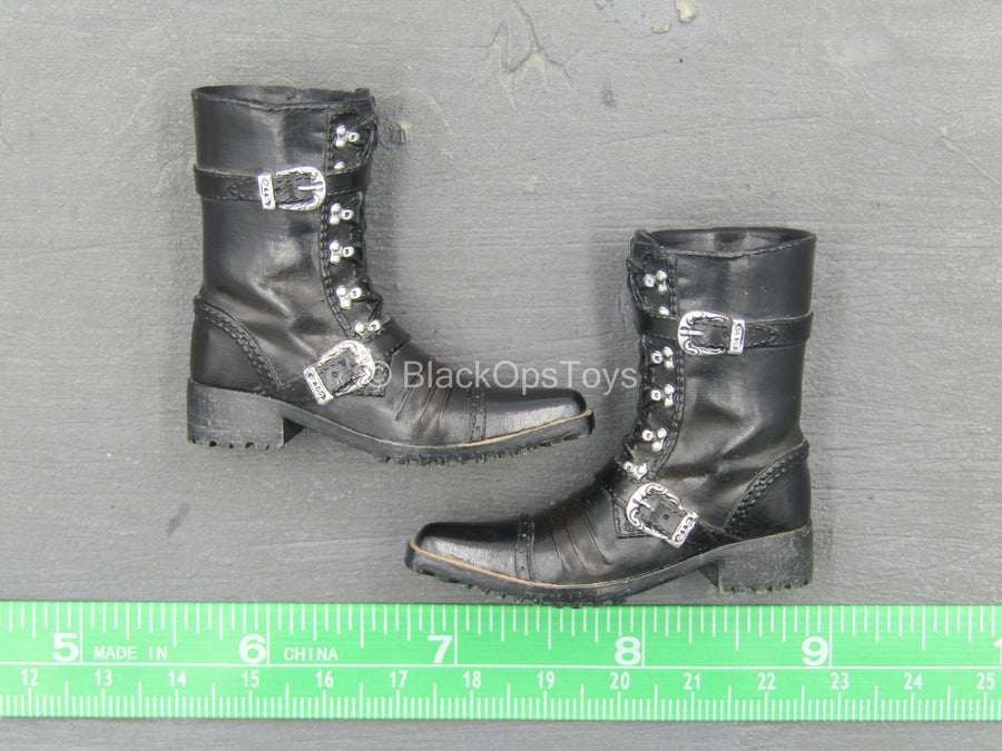 Gangsters Kingdom - Spade 7 - Black Molded Boots (Peg Type)