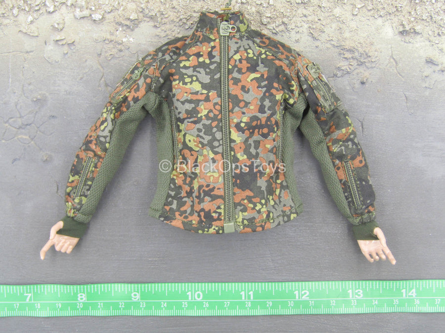 Flecktarn Soldier Kerr - Female Flecktarn Shirt w/Hands