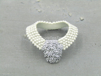Breakfast At Tiffany's - Holly - Pearl-Like Necklace