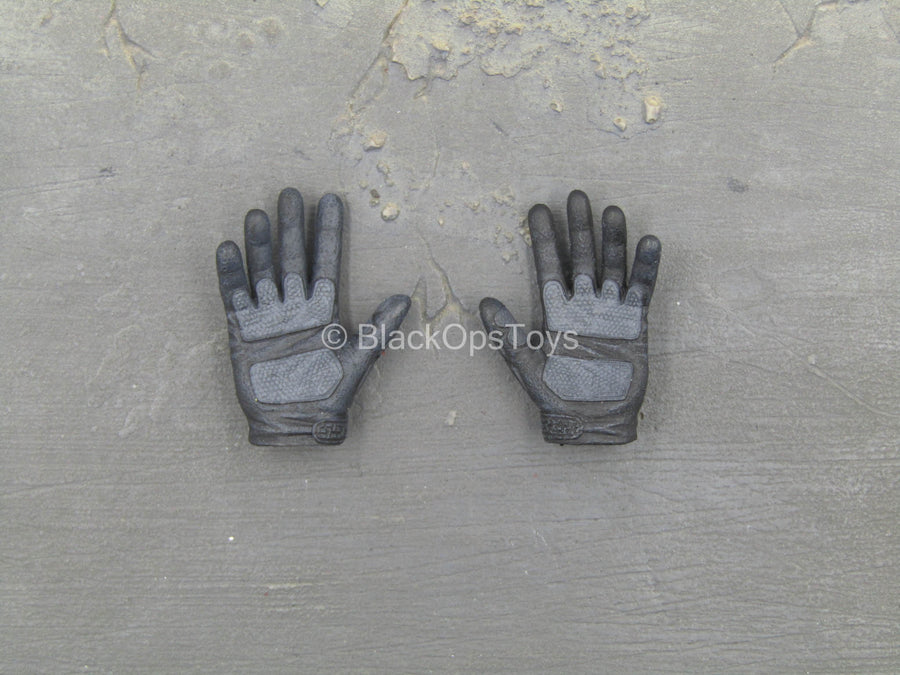 GI JOE - Snake Eyes - Black Gloved Hand Set (x2)