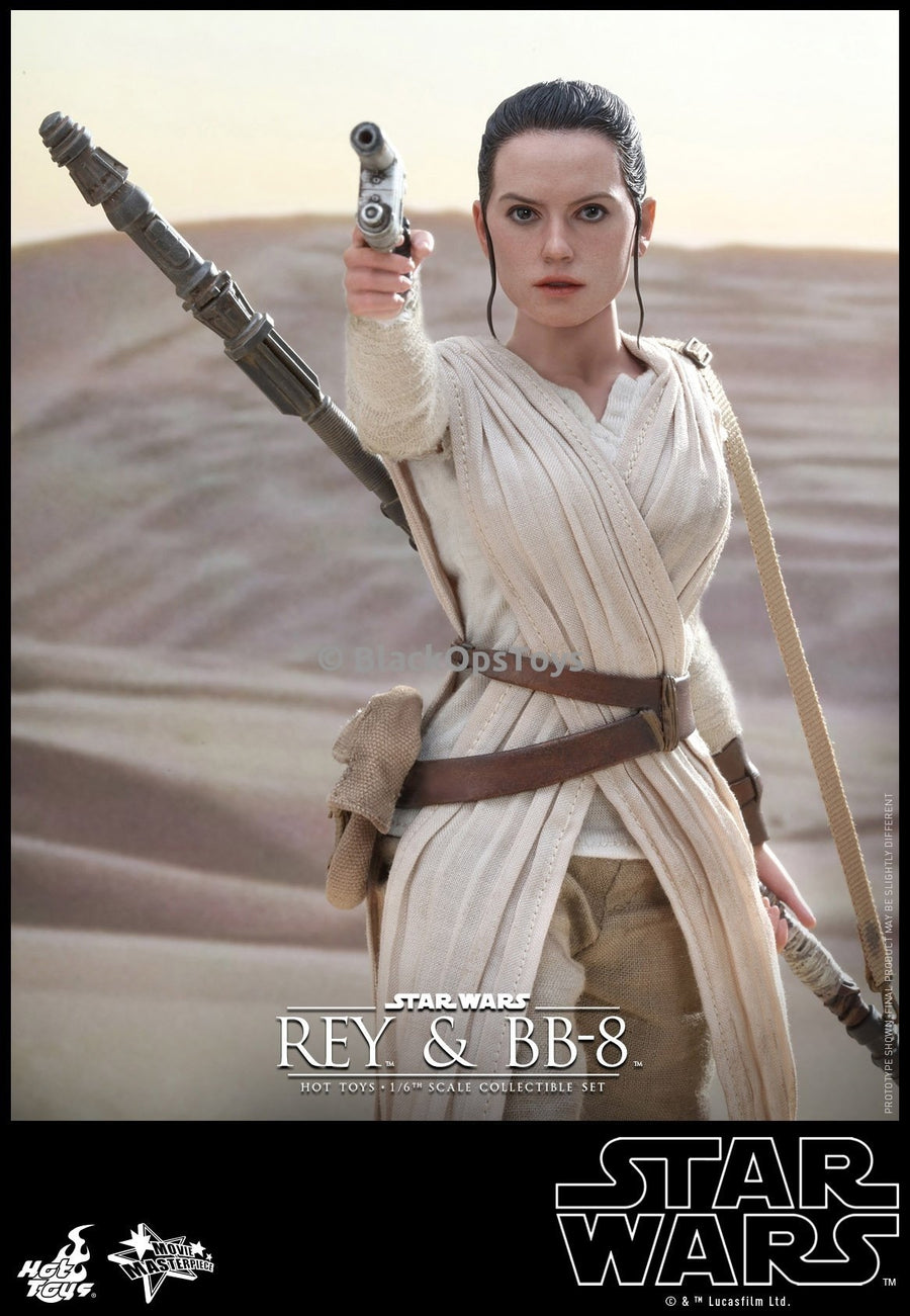 Star Wars The Force Awakens 1/6th scale Rey and BB-8 Pistol