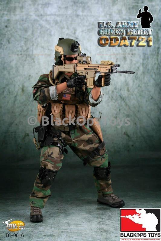 U.S. Army Green Beret ODA721 - Black Gloved Right Trigger Hand Set