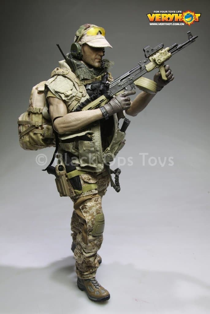 Private Military Contractor - Brown Gloved Hand Set