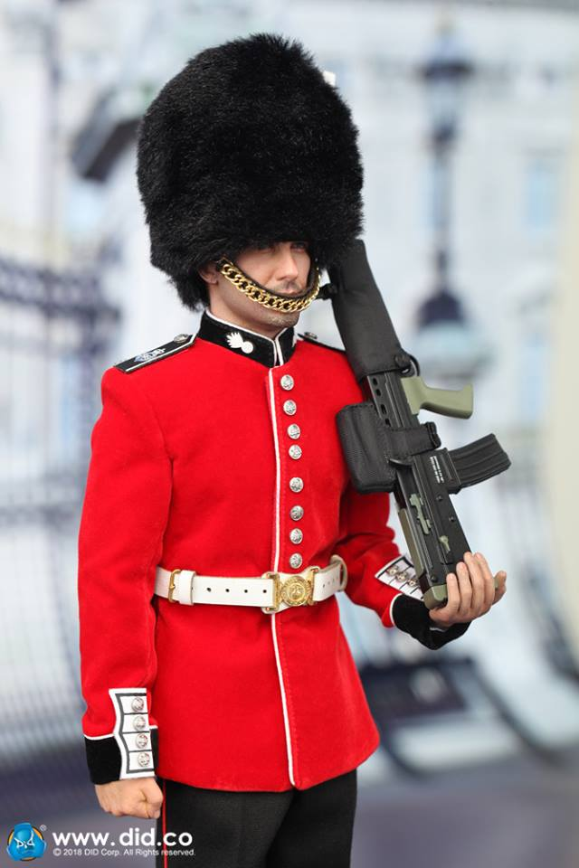 British Royal - Queen's Guard - SA80 w/Black Cover