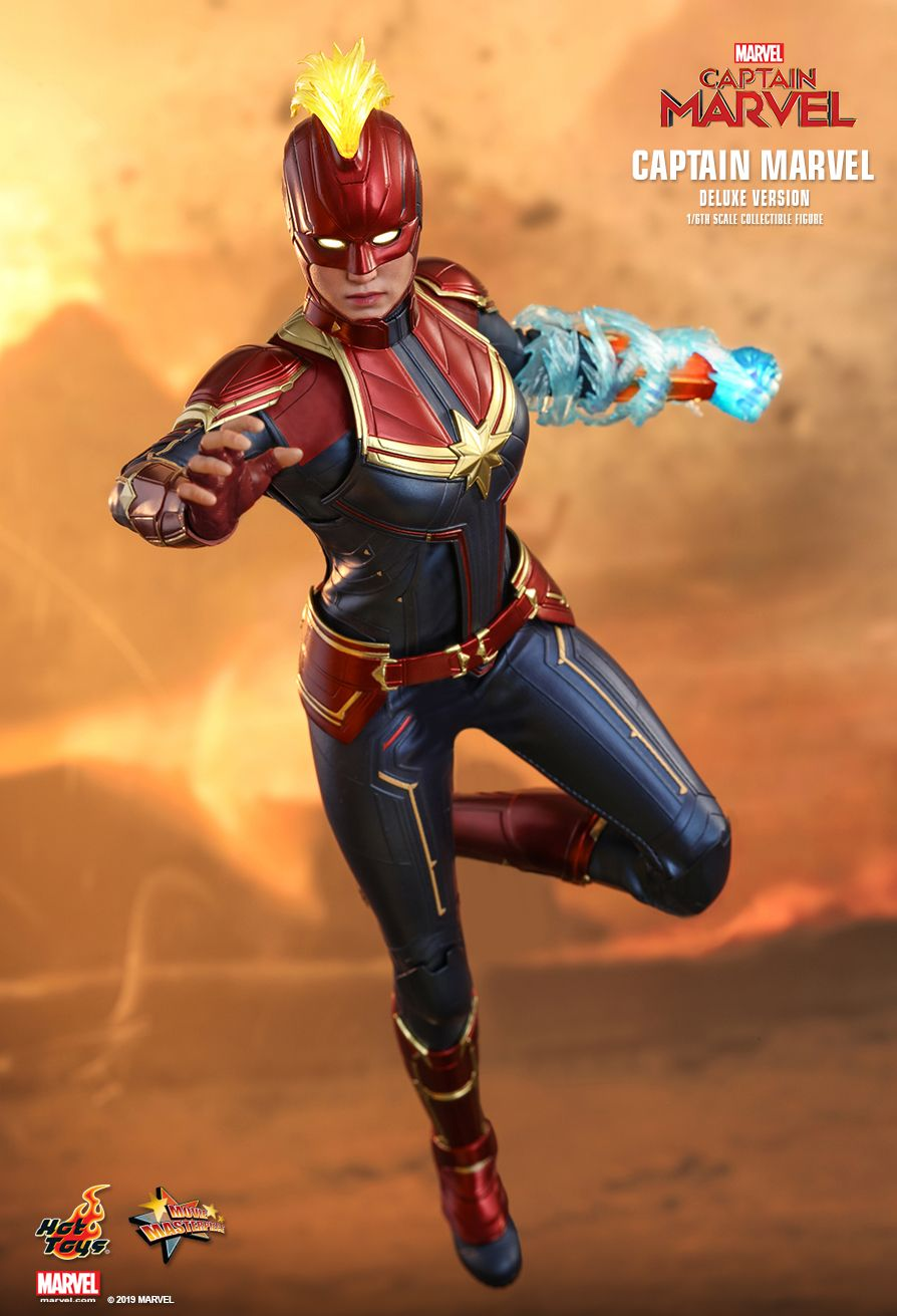 Captain Marvel - Red & Gold Like Female Hand Set