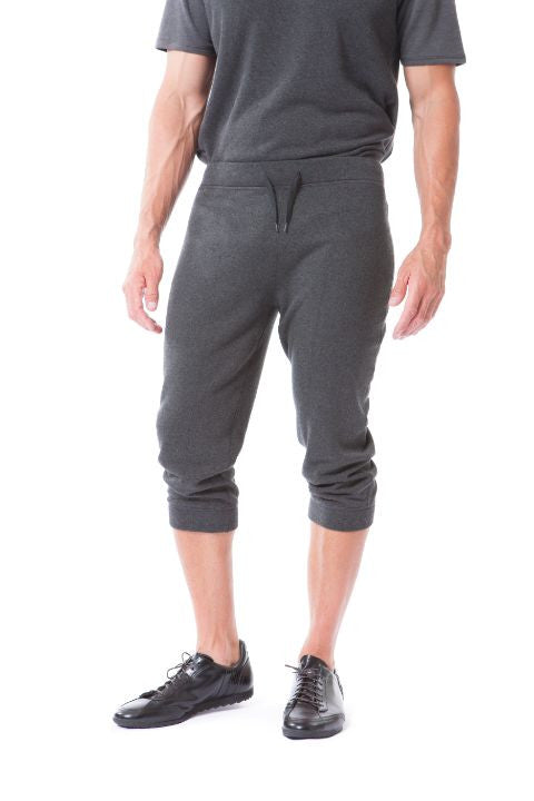 Buki's Scrimmage Sweatpant is designed for activities - from running errands to catching up on relaxing. This jogger features a tapered leg and an elastic waistband with a drawstring. The Scrimmage Pant's zippered pockets keep your belongings secure while you're on the go
