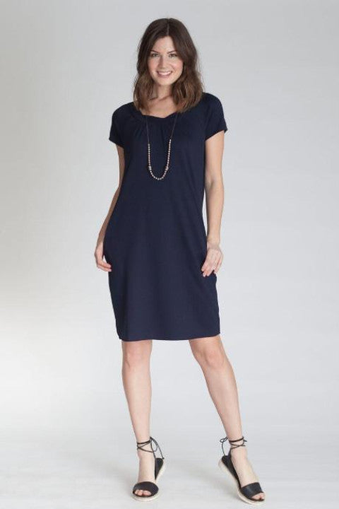 Buki Twist Dress: short sleeve dress with two pockets in our technical fabric for the ultimate comfort.