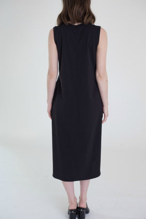 Buki's Ginza Dress is a shift dress with side slits, two side pockets, and effortless style.