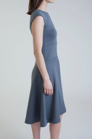 The Neotech Dress by Buki is made with flattering and comfortable versatility in mind. Made with super soft and stretchy technical fabric, this super flattering dress is perfect for a day at the office or a dinner out