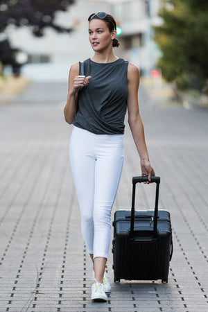Buki's Emma Pant is a slim, tapered pant that looks like a trouser, feels like a legging. Made with technical fabric for dynamic stretch and recovery, thermoregulation and wrinkle resistance