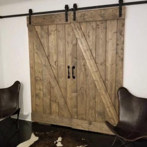 Diagonal Bar Door
