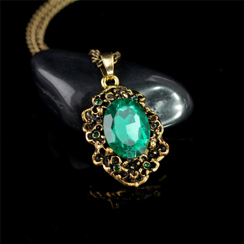 ab86ca6a2401f Queen Vintage Bronze Pattern Green Crystal Pendant Necklace Princess Royal  Party Necklace Fashion Jewelry
