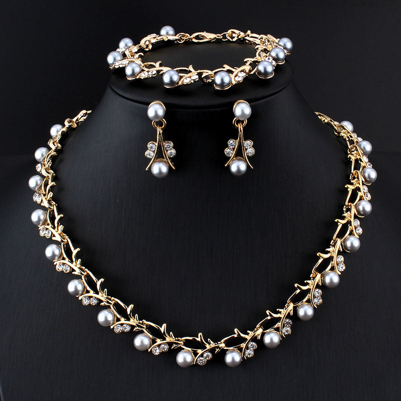Fashioin Crystal Pearl Butterfly Pendant Necklace Women Costume Jewelry Gift New