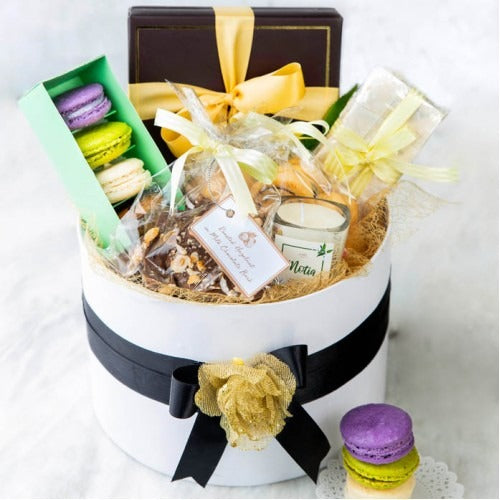 Lals Signature Round Hamper (Limited Cities) - Dr Bake Pakistan Send gifts to Lahore, Karachi, Islamabad, Pakistan
