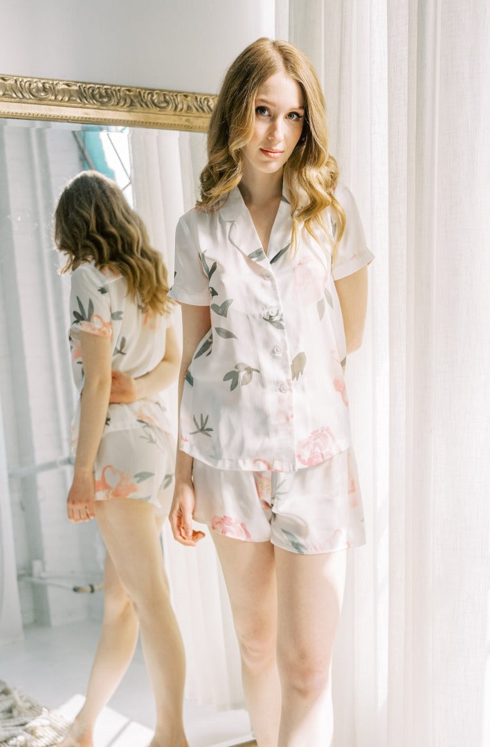 front view of by catalfo's short sleeve pyjama set in Peony print