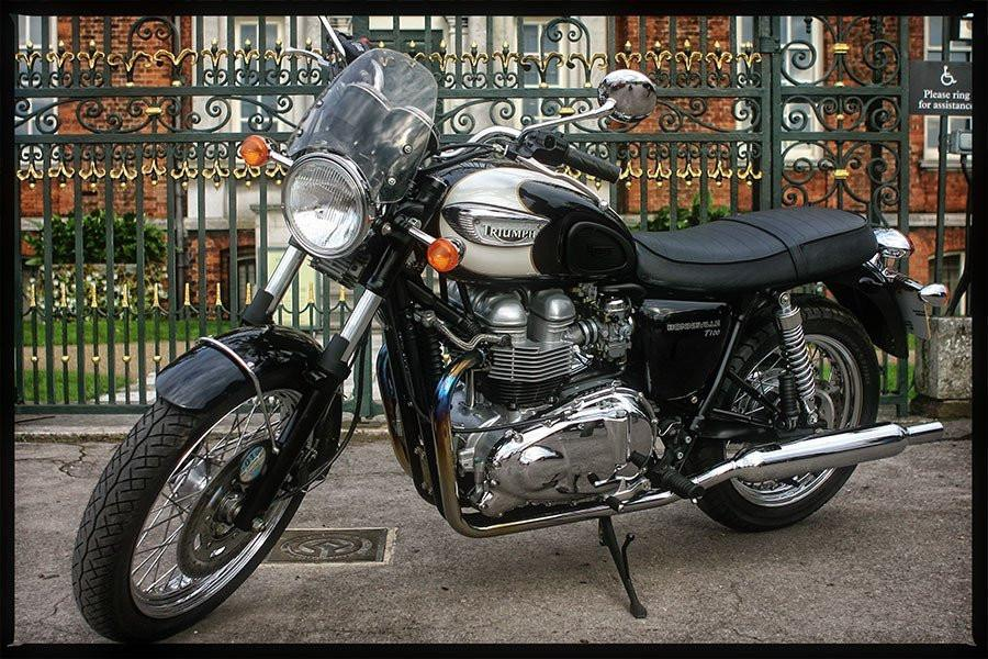 Triumph Bonneville T100 Screen - Classic Flyscreen - Bike 'N' Biker