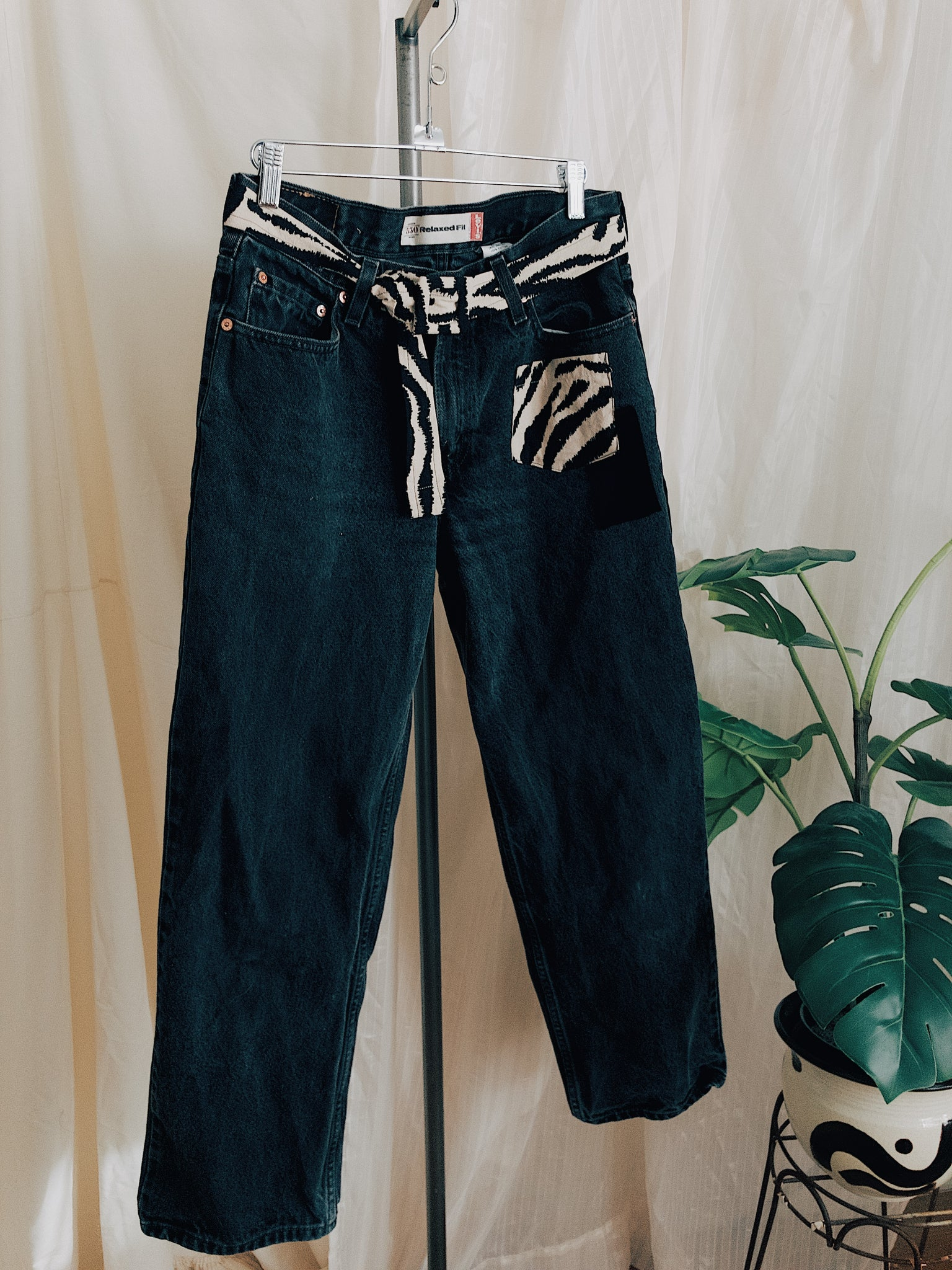 Salvaje Black High-Rise Levi Jeans