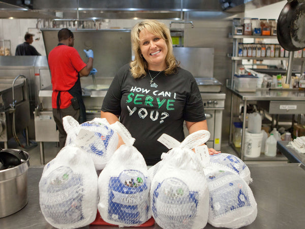 JustHourglasses.com Provides 100 Thanksgiving Meals To Omaha Area Homeless
