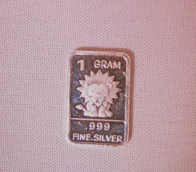 Pure gram of Silver with symbols a skull, a pharaoh, a yin yang, a lion, a rose and a Happy Birthday