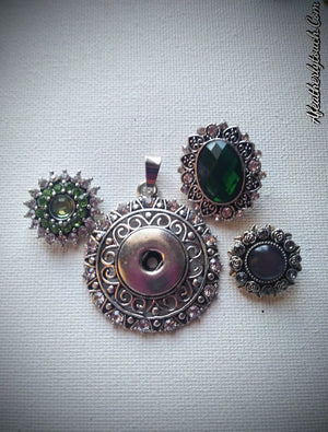 Snap rhinestone pendant with 3 gorgeous snaps