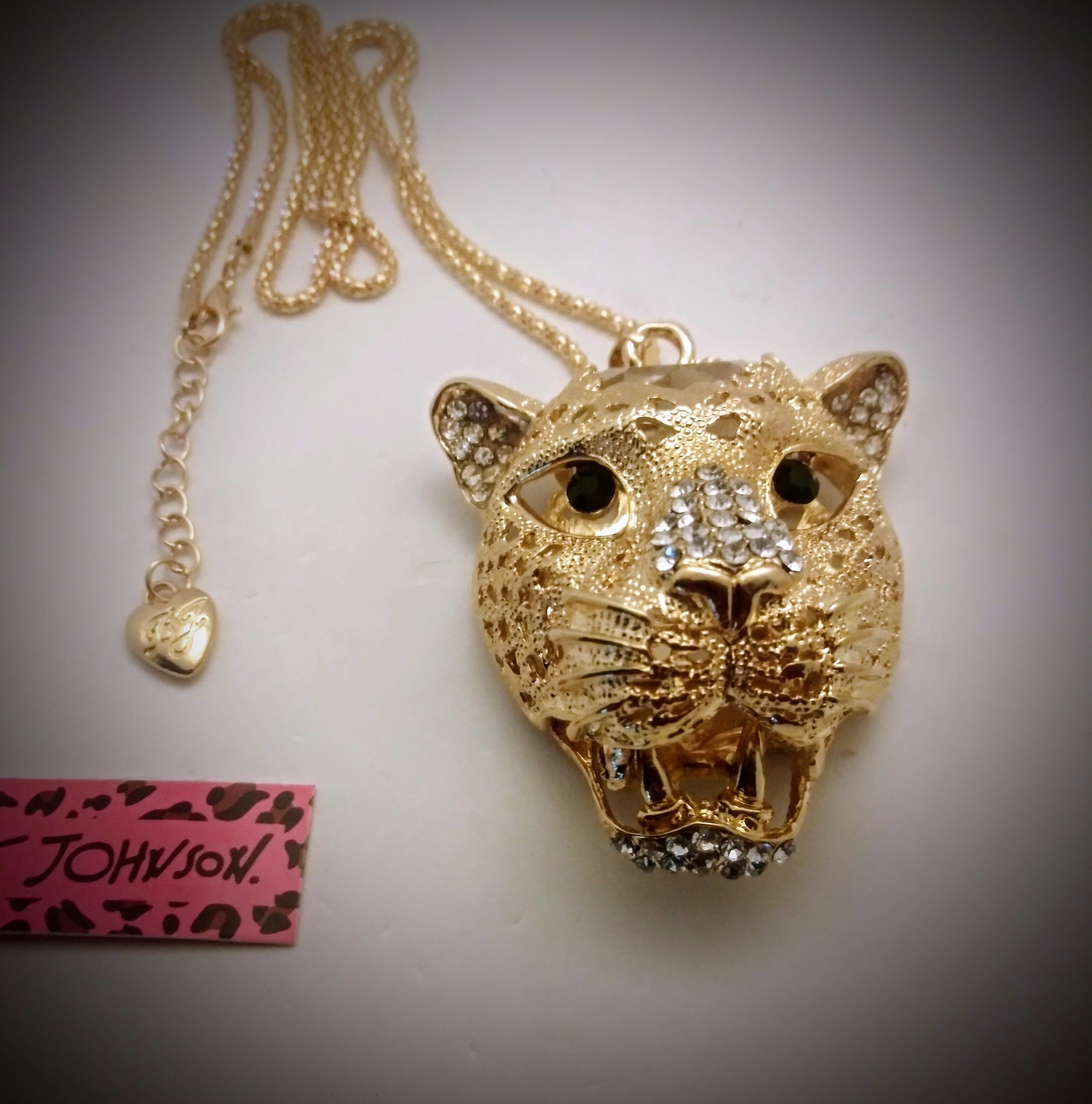 BETSEY JOHNSON BEAUTIFUL CRYSTAL WITH SILVER OR GOLD 3D PANTHER/CAT PENDANT