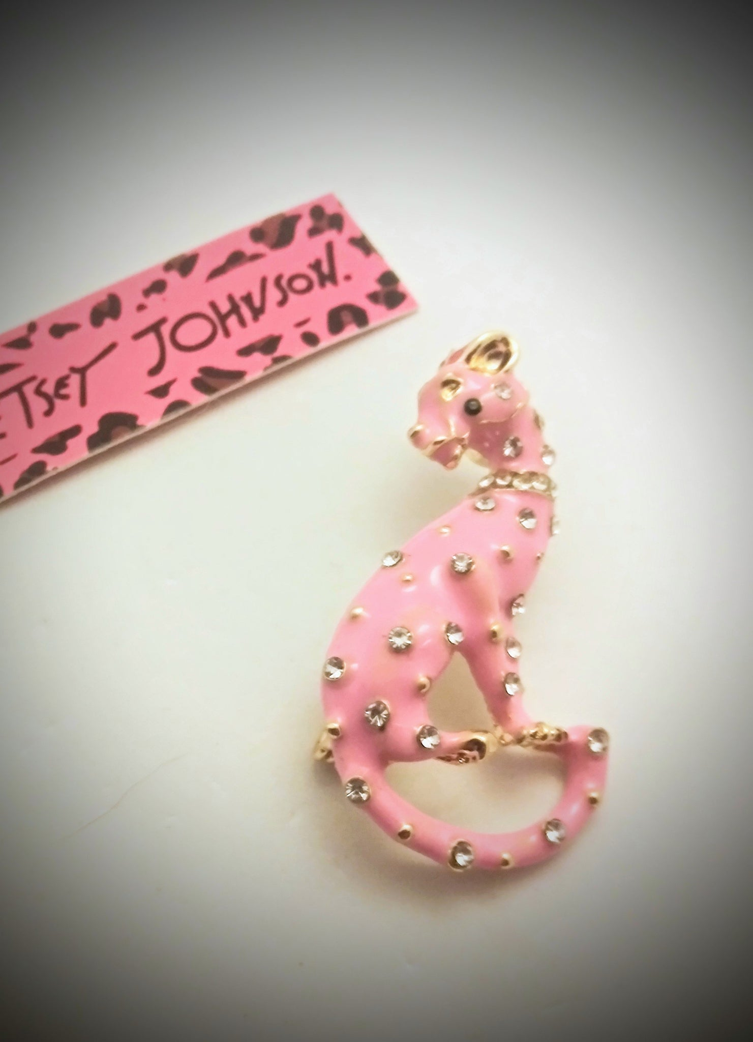 BETSEY JOHNSON BEAUTIFUL CRYSTAL RHINESTONES PANTHER CAT PENDANT/BROACH MULTIPLE COLORS