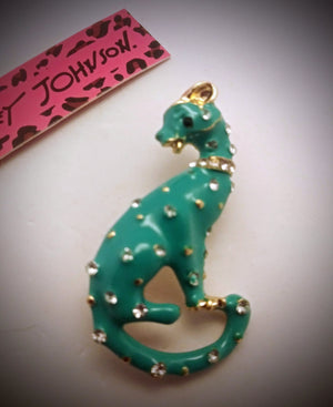 BETSEY JOHNSON BEAUTIFUL TEAL AND CRYSTAL RHINESTONES PANTHER CAT PENDANT/BROACH