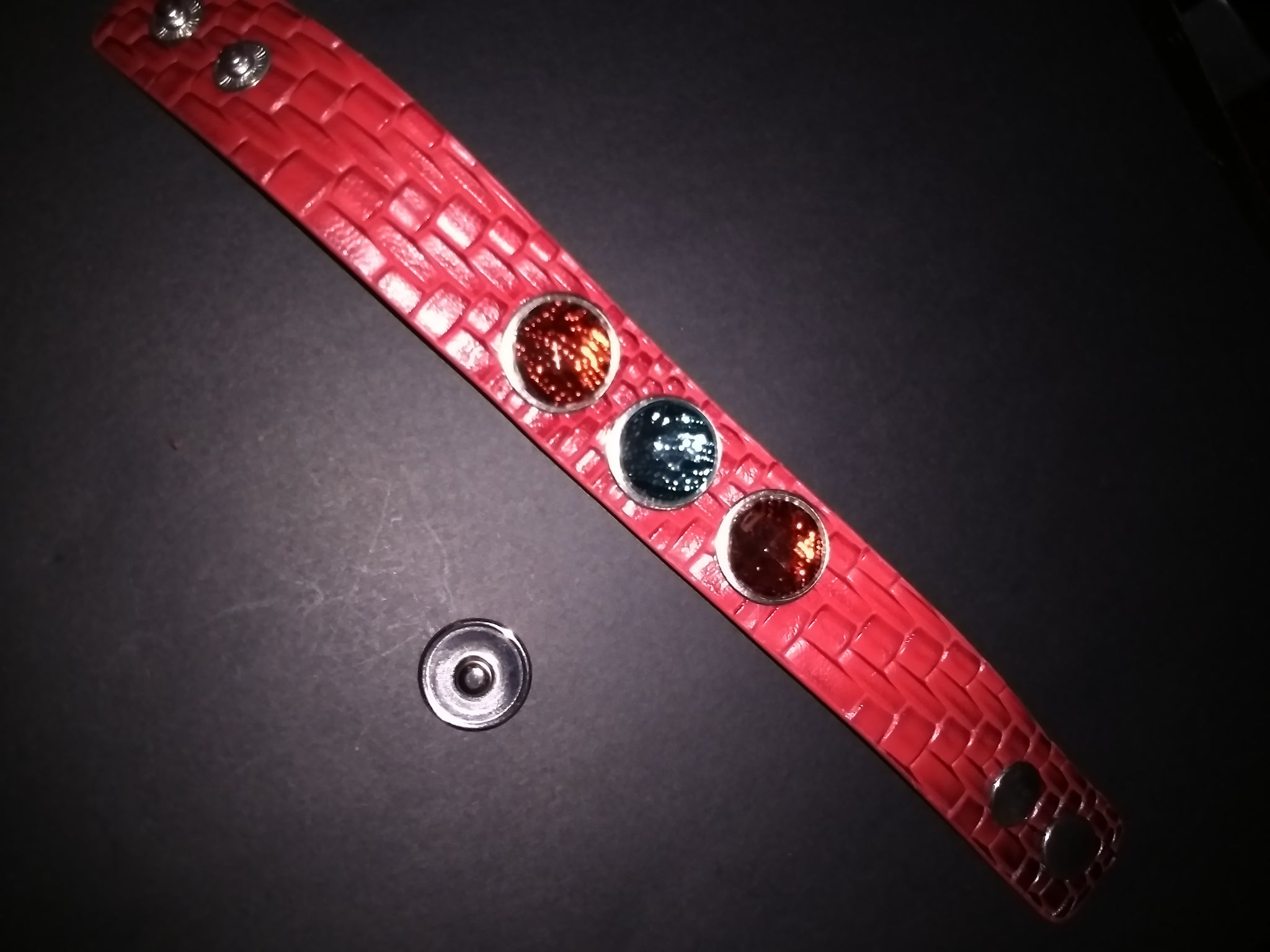 Leather bracelet with 18mm removable snaps  Unisex