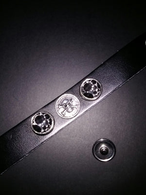 Leather bracelet with 3 18mm removable snaps