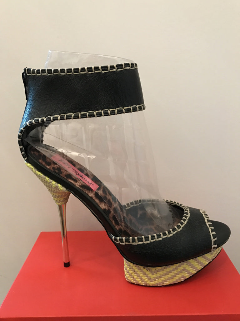 Betsey Johnson Point Heel