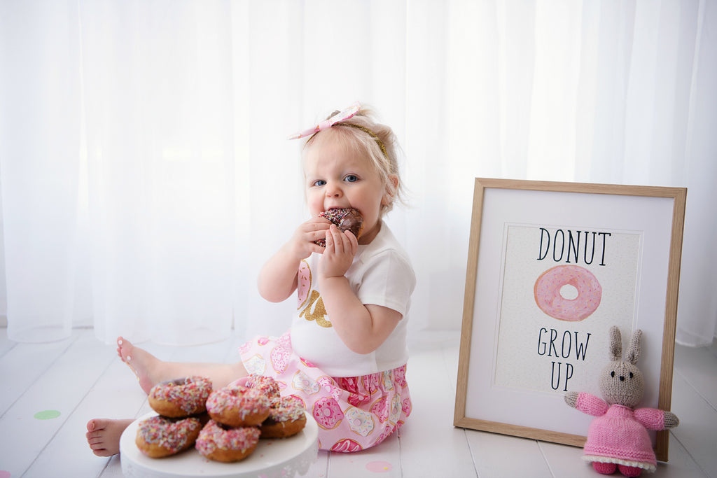 pink-silver-glitter-1st-birthday-cake-smash-photo-shoot