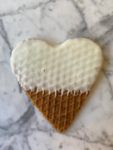 Load image into Gallery viewer, 200 Pack Stroopwafel Heart Wedding Favors