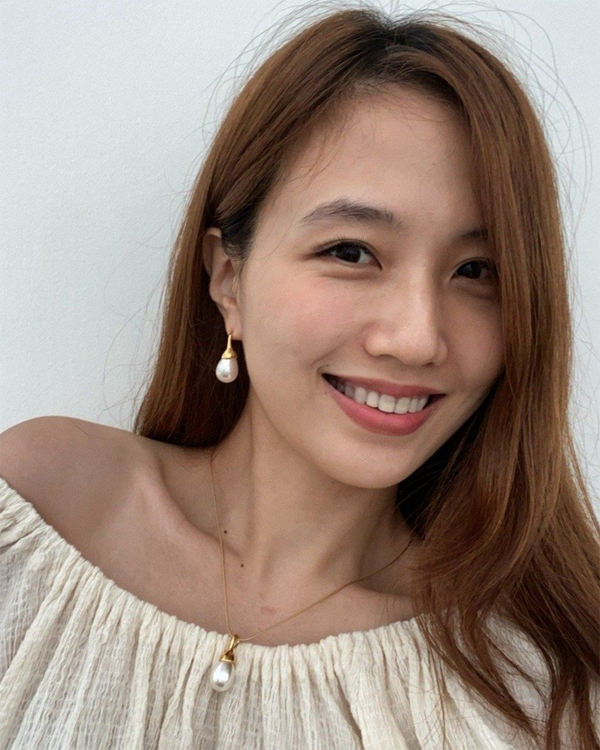W.SEN Water Drop Pearl Earrings/ Necklace (White Pearl in Gold/Silver)
