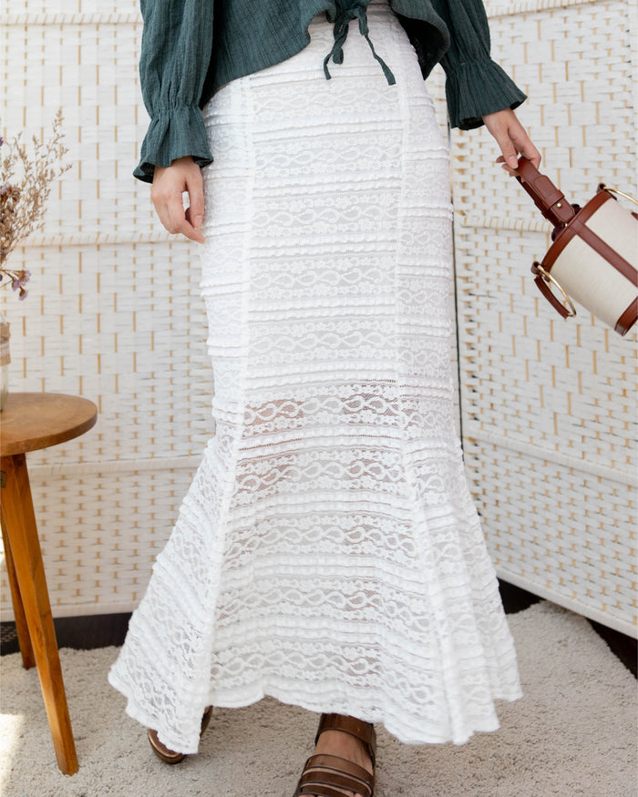 [PREORDER] Flare Lace Skirt (Black/White)
