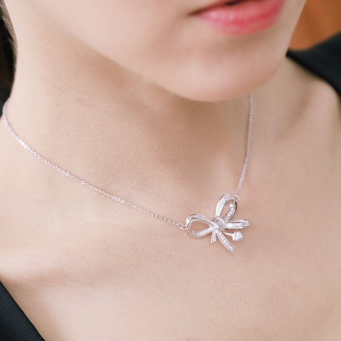 VERY PRETTY BOW NECKLACE