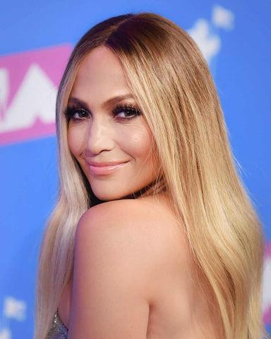 J.Lo at 2018 VMA's. Retreate her sizzling look with our lipstick, Opening Night.