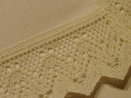 PF213101 Off-White Lace Edge Tablecloth