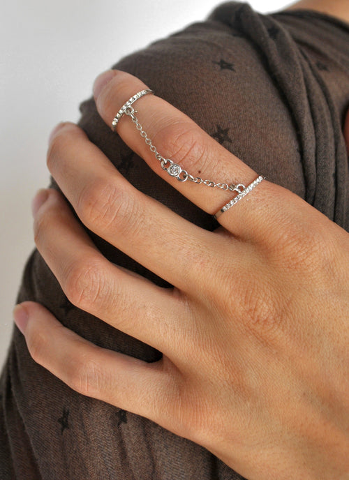 Above The Bar Chain Link Knuckle Ring