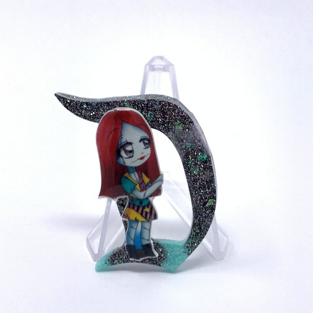Resin D Pin - Multi Glitter Cute Sally