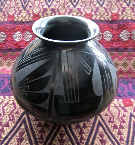 Exquisite Oscar Quezada Black on Black Design Pot from Mata-Ortiz