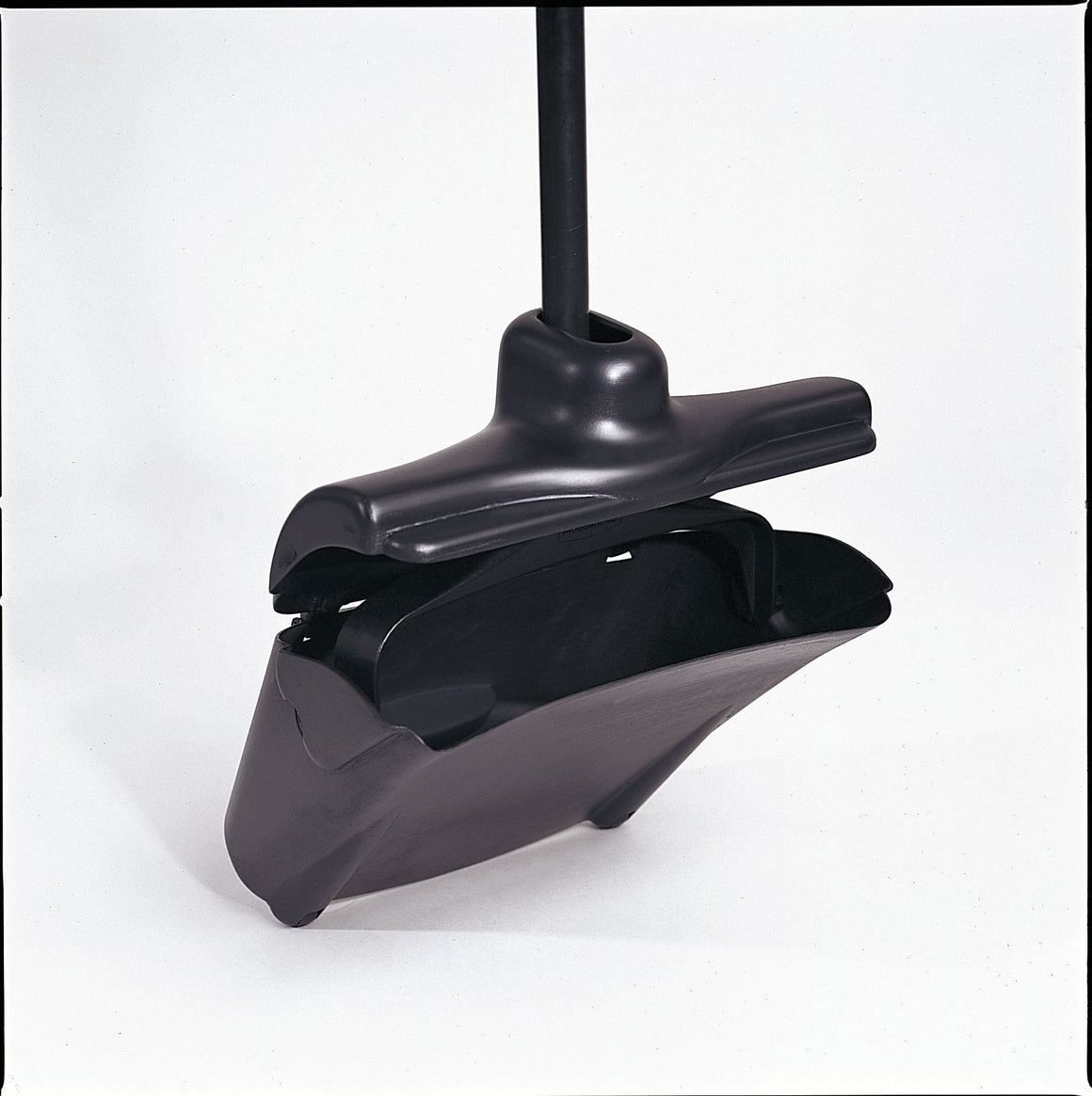 LOBBY UPRIGHT DUST PAN W/COVER BLACK