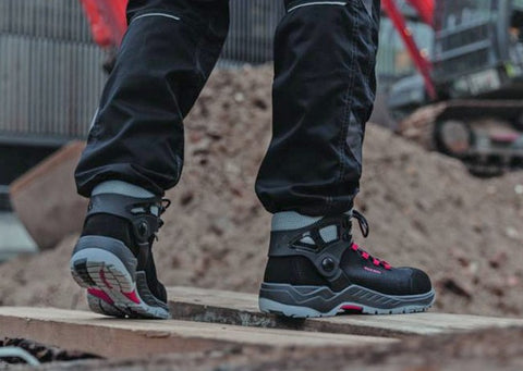 Composite toe cap safety boot dramatically reduces the risk of ankle related injuries, while improving posture & stability.