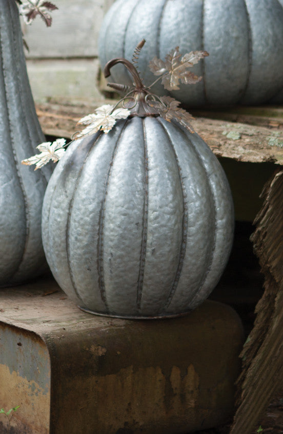 GALVANIZED PUMPKIN WITH RUSTIC DETAIL (3 VARIANTS AVAILABLE)