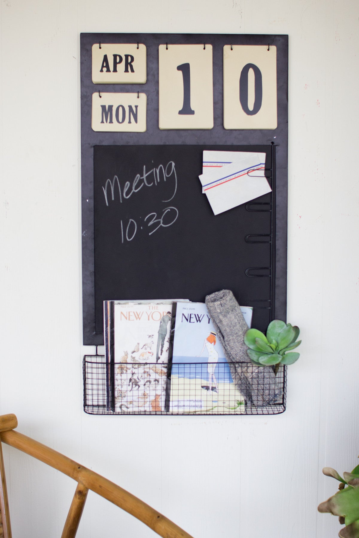 CALENDAR WITH CHALKBOARD, NOTE CLIPS AND BASKET