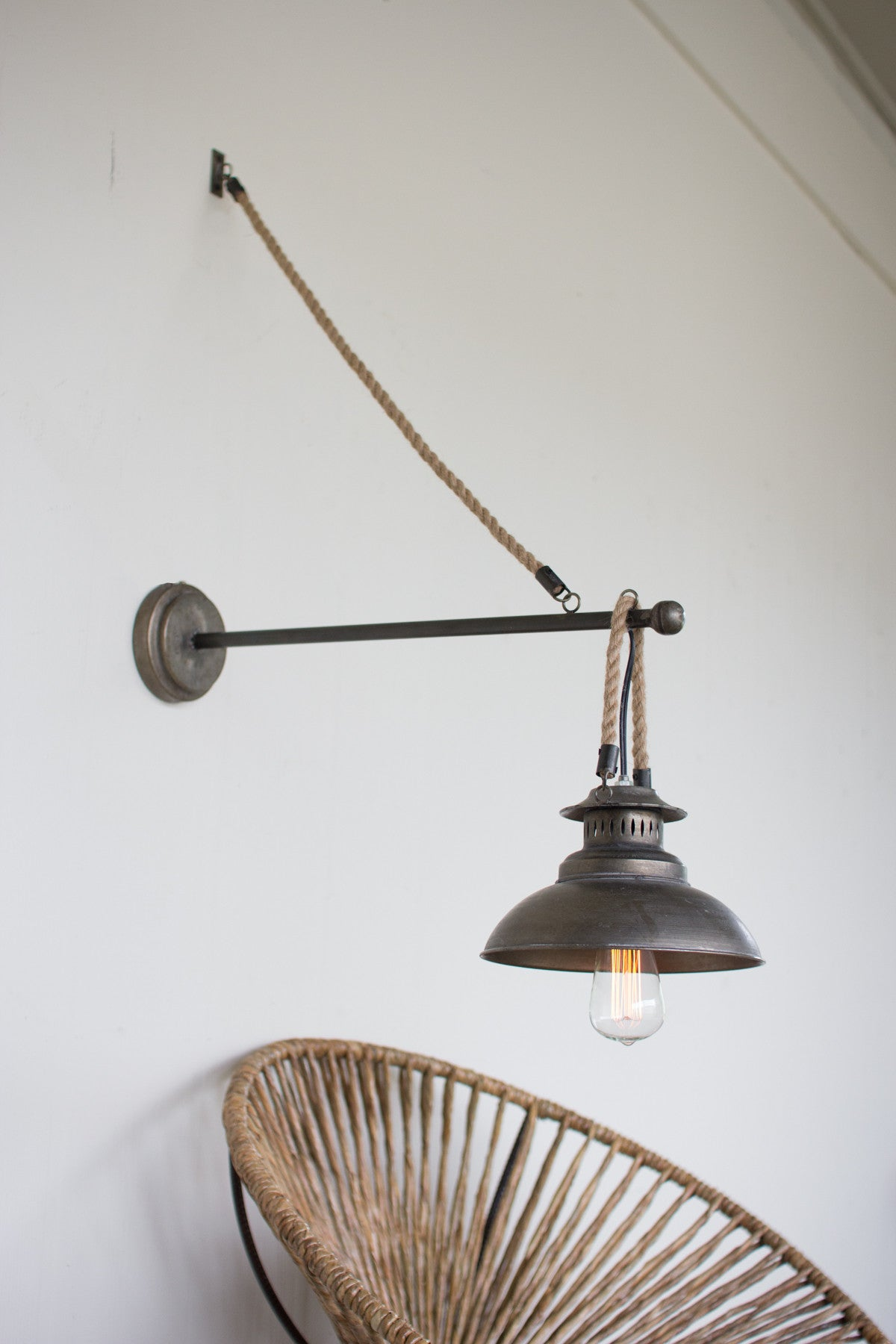 WALL SCONE LIGHT WITH ROPE DETAIL